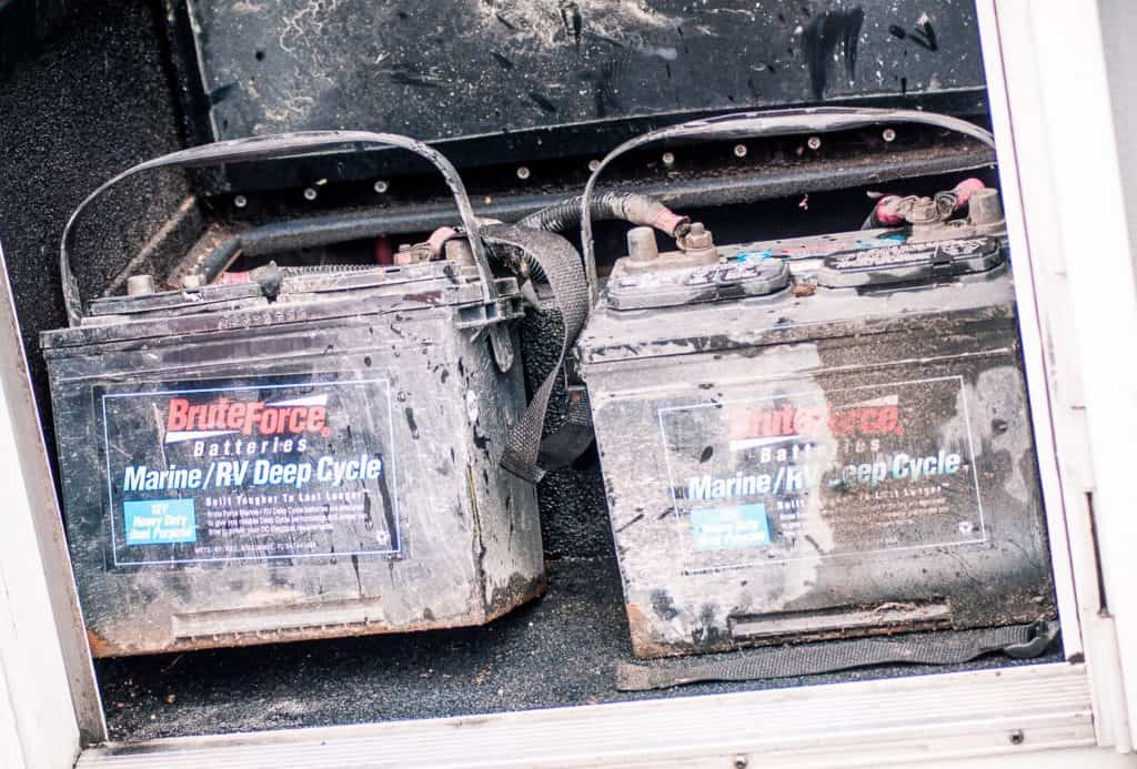 maintain rv batteries_featimage